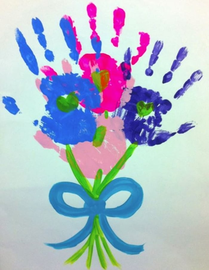 Easy Mothers Day Cards to Make in School - hand print bouquet of flowers
